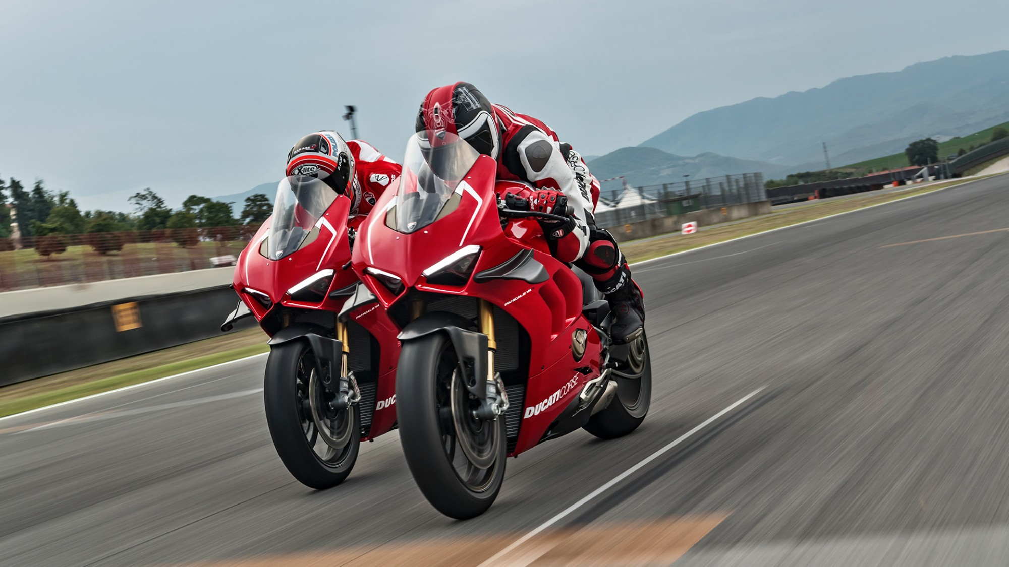 15_ducati-panigale-v4-r-action_uc69252_h
