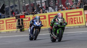 Leon Haslam, Kawasaki Racing Team WorldSBK, Marco Melandri, GRT Yamaha WorldSBK, Buriram RACE 1