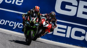 Jonathan Rea, Kawasaki Racing Team WorldSBK, Chaz Davies, Aruba.it Racing - Ducati, Laguna Seca RACE 1
