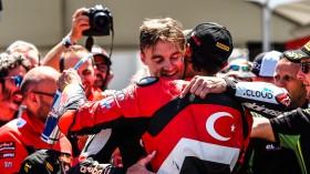 Chaz Davies, Aruba.it Racing - Ducati, Toprak Razgatioglu, Turkish Puccetti Racing, Laguna Seca RACE 2