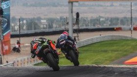 Leon Haslam, Kawasaki Racing Team WorldSBK, Alex Lowes, Pata Yamaha WorldSBK Team, San Juan RACE 1