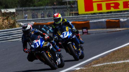 Manuel Gonzalez, Yamaha ParkinGo Team, Dominique Aegerter, Ten Kate Racing Yamaha, Estoril RACE 1