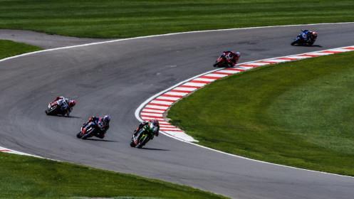 Jonathan Rea, Kawasaki Racing Team WorldSBK, Toprak Razgatlioglu, Pata Yamaha with BRIXX WorldSBK, Donington RACE 2