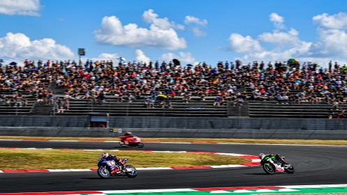Toprak Razgatlioglu, Pata Yamaha with Brixx WorldSBK, Jonathan Rea, Kawasaki Racing Team WorldSBK, Magny-Cours RACE 2