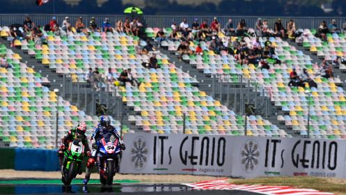 Jonathan Rea, Kawasaki Racing Team WorldSBK, Toprak Razgatlioglu, Pata Yamaha with Brixx WorldSBK, Magny-Cours RACE 2